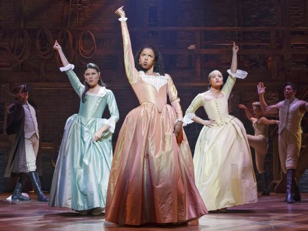 hamiltonbway0109r2-phillipa-soo-ren-e-elise-goldsberry-and-jasmine-cephas-jones-d23a8b0bc760d91027213a96953d4e78d22a3927-s900-c85